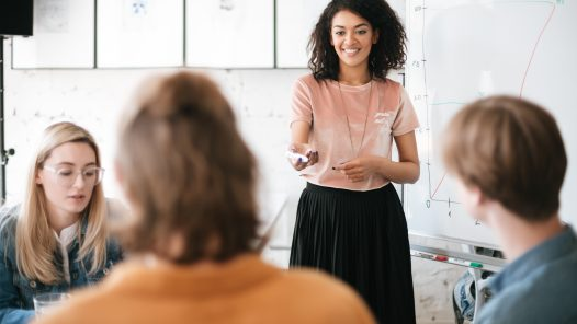 Comprendere che parlare bene conduce al successo nelle relazioni